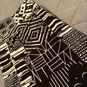 Lularoe OS Black Geometric Leggings